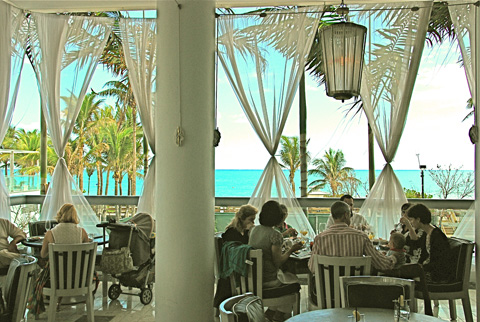 I'm ordering the buffet brunch and a perfect Miami day. Photo: Steven Richter
